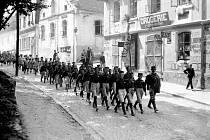 Slavnostní průvod v rámci otevření sokolovny v Kácově v roce 1929.