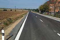 Zrekonstruovaná silnice II/335 Uhlířské Janovice - Staňkovice.