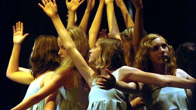 Malí tanečníci v Tylově divadle