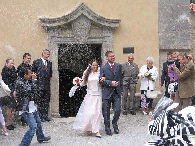 Svatba Štěpána Jelínka a Terezy Kabátové v kapli Božího těla v Kutné Hoře.