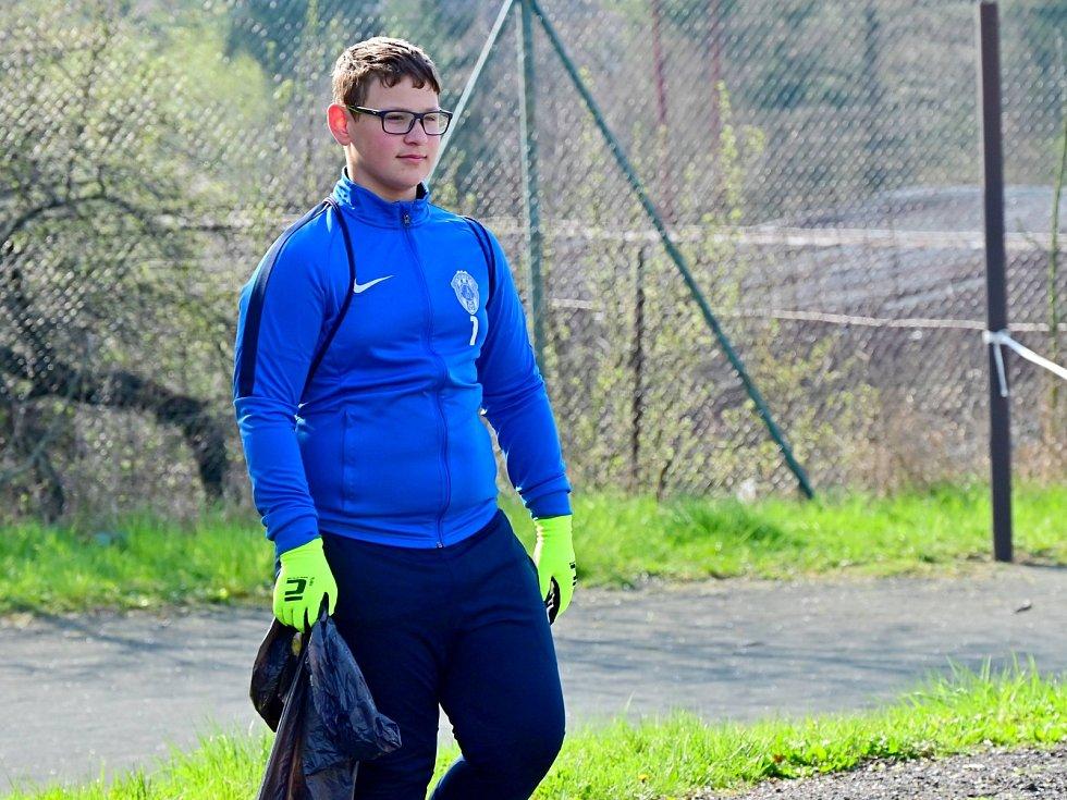 Do akce Ukliďme svět, ukliďme Čáslav se v sobotu 24. dubna 2021 zapojily mládežnické týmy FK Čáslav.