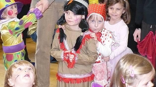 Z karnevalového veselí v kutnohorském Domě dětí a mládeže Dominik.