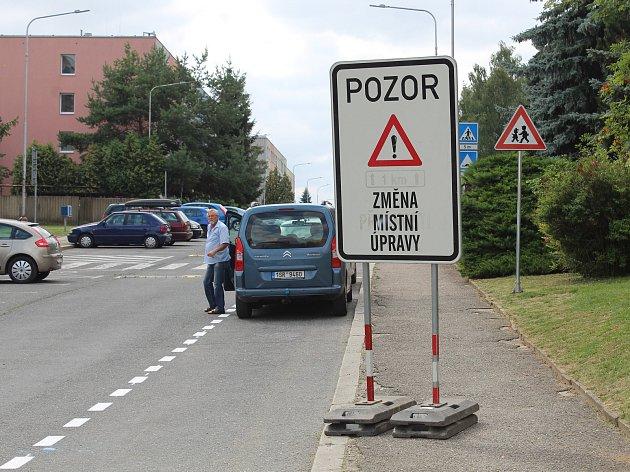 Řidiči pozor! Z ulice Jana Palacha je jednosměrka.