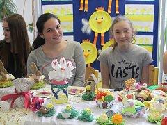 Na velikonočním jarmarku v Čáslavi prodávali žáci školy