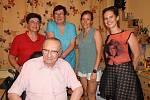 Anita Moravec Gard, Marta Šenkapounová, Alicia Frances Carter, Eliška Tomsová a Václav Moravec v Chotusicích.