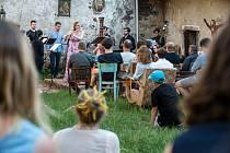 Studenti akademie komorní hudby hrají na hradě Pirkštejn