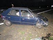 Po nárazu se vozidlo otočilo na střechu a zůstalo na pravém boku.