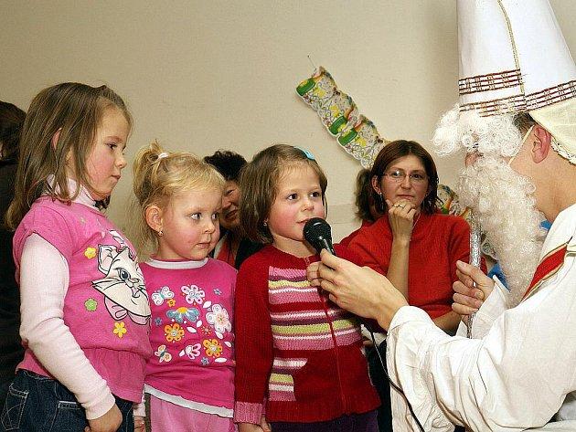 Mikulášská nadílka je již tradiční akcí, kterou Sbor dobrovolných hasičů  Ledečko pořádá.
