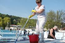 Čištění kutnohorského bazénu 2011.