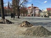 Žižkovo náměstí v Čáslavi se opravuje.