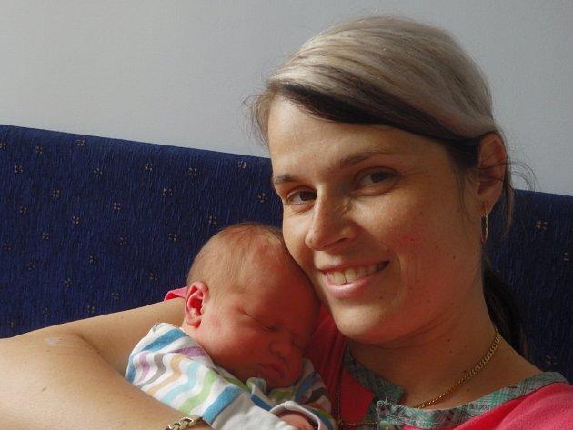 Sofie Veselá se narodila 12. května v Čáslavi. Vážila 3280 gramů a měřila 53 centimetrů. Doma ve Filipově ji přivítali maminka Monika, tatínek Milan a bratr Daneček.