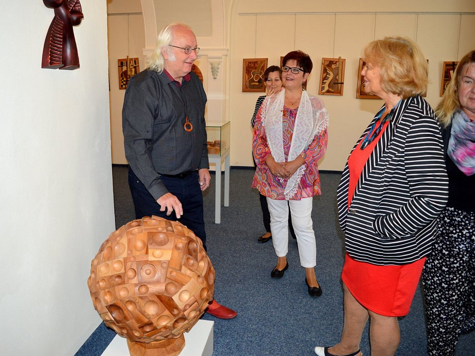 Jan Strejcius vystavuje svoje Dřevěné fantazie.