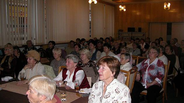 Posluchači při přednášce Martina Starého