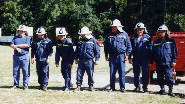 Členové Sboru dobrovolných hasičů Svatý Mikuláš.