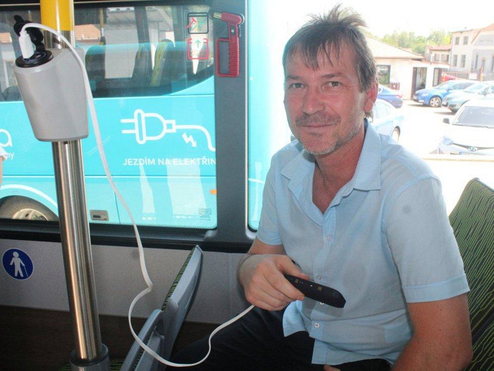 Ze slavnostního uvedení elektrobusů společnosti Arriva Východní Čech do provozu v Kutné Hoře. Na snímku místostarosta města Vít Šnajdr.