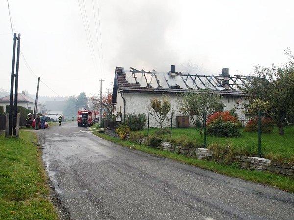Požár rodinného domu vSudějově 9.října 2013