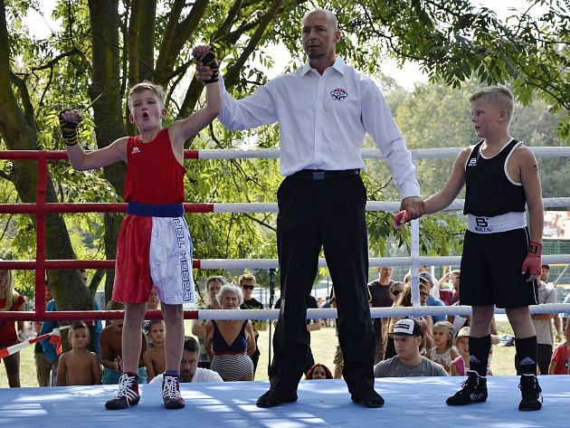 ON-LINE: V úterý se ptejte kickboxera Sebastiena Macháčka