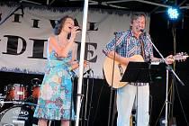 Monika a Pavel Obermajerovi jsou samostatně působící umělci. Občas svoji hudební produkci spojí a společně zazpívají duet.