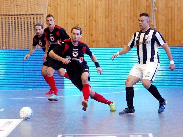 4. kolo Chance futsal ligy: Benago Zruč - Balticflora Teplice 8:6, 22. října 2011.