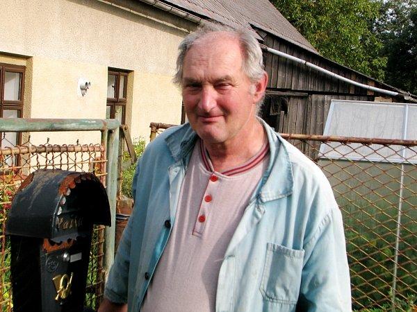 Pan Jiří Procházka zBludova půjde kvolbám určitě - chodí pravidelně.