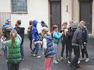 Děti navštívily policejní oddělení v Uhlířských Janovicích