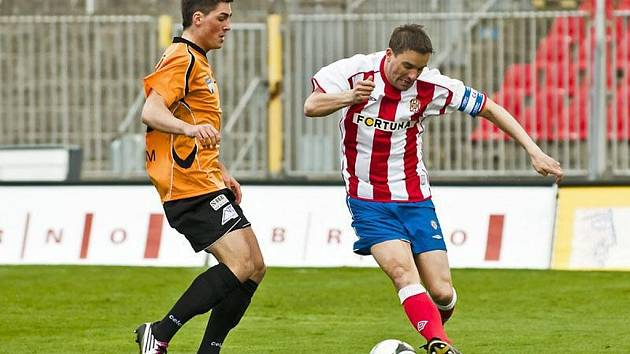Fotbalista Jakub Vojta (vlevo).