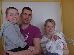 Patrik Pinter se narodil 28. dubna vČáslavi. Vážil 3460 gramů a měřil 49 centimetrů. Doma vČáslavi ho přivítali maminka Petra, tatínek Tomáš a bratr Dominik.