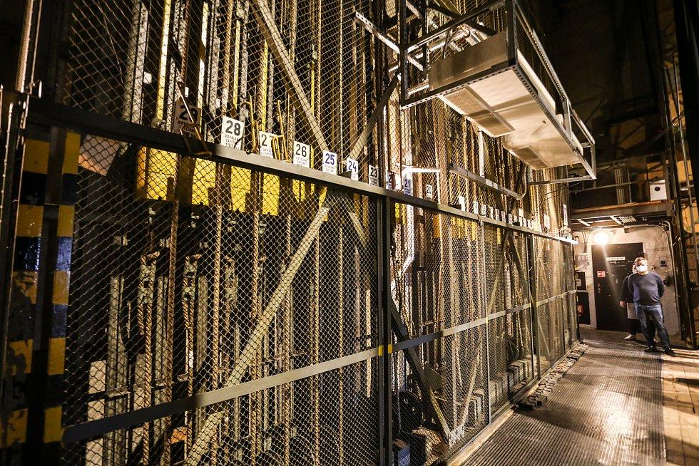 Tylovo divadlo v Kutné Hoře: provaziště sloužící k ovládání tahů.
