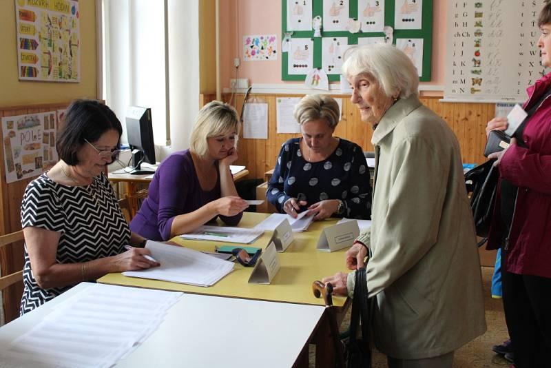 Volební místnost v ZŠ Náměstí v Čáslavi.