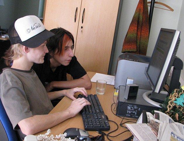 Vítek Coufal (vlevo) a Honza Mirga z kutnohorské kapely BezDozoru.
