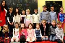 Prvňáčci z Malešova s třídní učitelkou Barborou Martinkovou ve školním roce 2019/2020.