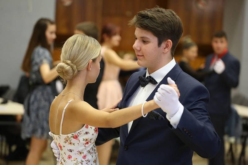Z tanečních v Kulturním domě Lorec v pátek 17. září 2021.