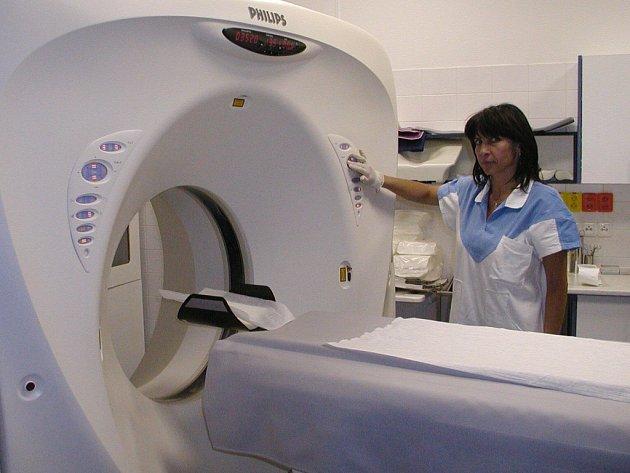 Počítačový tomograf.