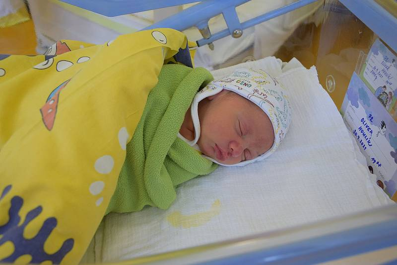 Oliver Houlík se narodil 30. září 2021 v 19.08 hodin v benešovské porodnici. Vážil 3440 g. Doma ho přivítali maminka Anna, tatínek Martin a bráška Nicolas.