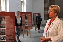 Výstava návštěvníkům přiblížila na osmi panelech historii a osudy místní židovské komunity a také příběh samotné synagogy.