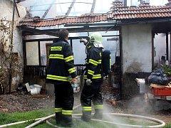 Požár zchátralého domu na pomezí Církvice a Jakuba.