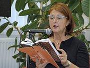 Spisovatelka Tereza Brdečková četla ve zručské knihovně.