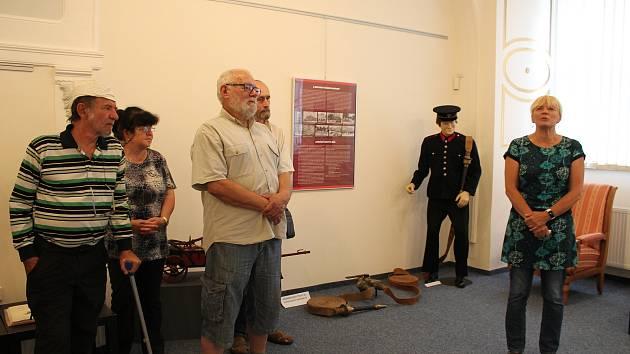 Ze zahájení výstavy Hoří, má panenko, která připomíná 150. výročí založení hasičského spolku v Čáslavi.