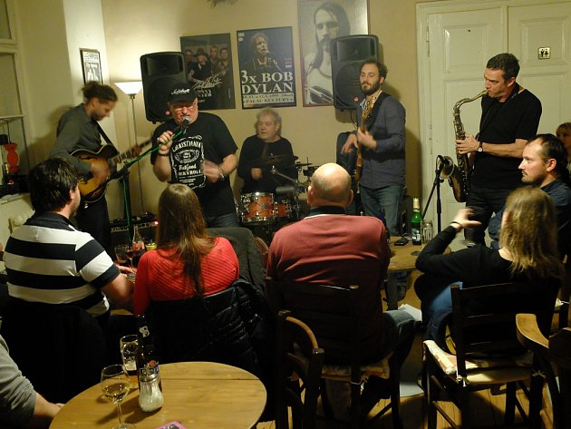 Ivan Hajniš zahrál v Blues Cafe v Kutné Hoře
