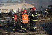 Rozsáhlý požár v Kutné Hoře si vyžádal vysoké nasazení hasičů.