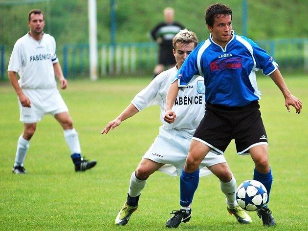 Michal Janoušek (v modrém).