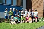 Děti na zahradě Mateřské školy v Suchdole.