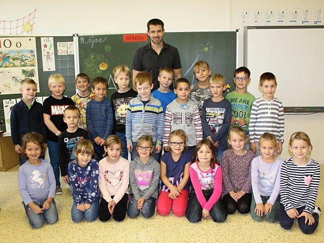 Základní škola Žehušice, třídní učitel Miroslav Procházka.