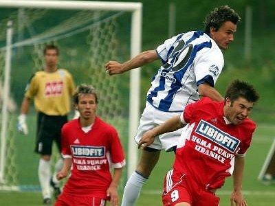 Mário Kurák (vlevo) poosmé ve II. lize viděl žlutou kartu, což pro něj znamená stop na dvě následující utkání. Pavel Šultes (vpravo) byl jedním z nejlepších hráčů na hřišti.