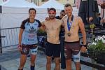 Elitní závodníci Olympia Spartan Training Kutná Hora. Zleva Martina Pavlíková, Jakub Vrbenský a Michal Pavlík.
