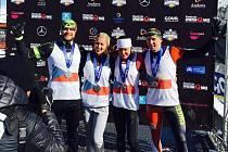 Kutnohorský spartan Tomáš Tvrdík (zcela vlevo) se společně s celým českým týmem (Petra Veselá, Zuzana Kocumová a Tomáš Satinský) radoval z titulu mistra Evropy ve Spartan Race 2017 ve štafetách.