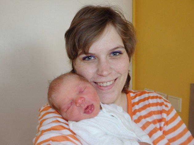 Filip Veselý se narodil 14. března v Čáslavi. Vážil 3150 gramů a měřil 50 centimetrů. Doma v Chrástu ho přivítali maminka Jesika, tatínek Jindřich a sestra Nataly.