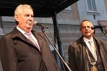 Setkání prezidenta Miloše Zemana s občany Kutné Hory na náměstí Palackého.