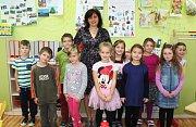 První ročník Základní škola Křesetice s třídní učitelkou Janou Klingerovou.