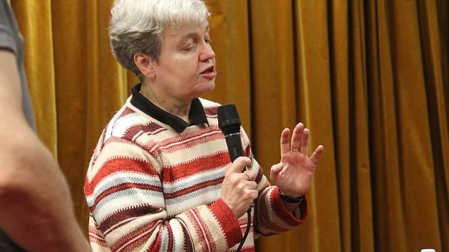 Se studenty besedovala na kutnohorském gymnáziu Dana Drábová.